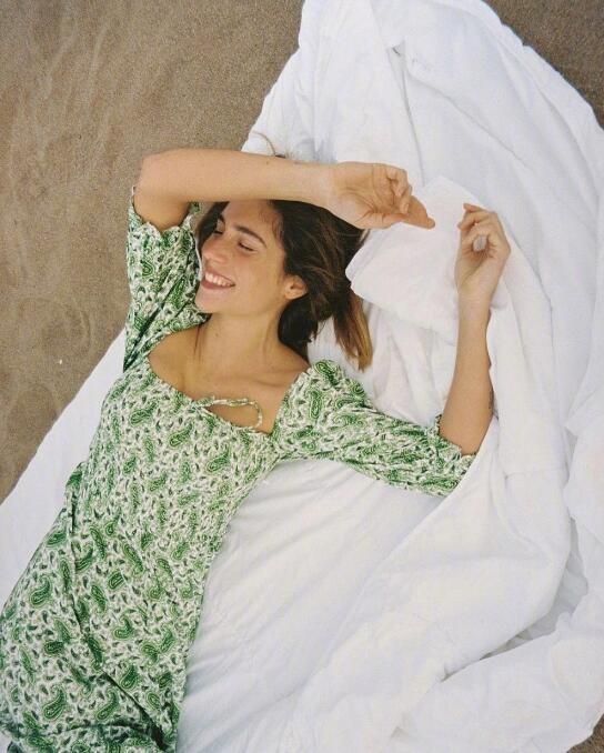 西班牙博主简约舒服穿搭经 都在记录日常生活的时尚态度