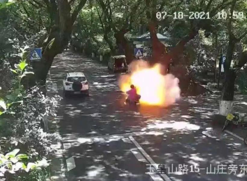 電動車行駛中突然起火!夏日炎炎,該如何預防?