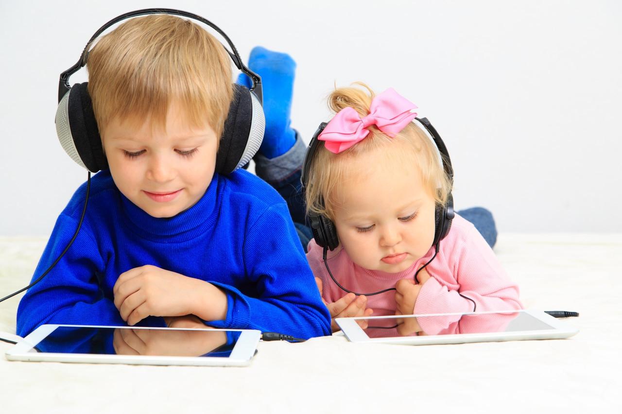 孩子社交困难,是不正常的表现,需要家长科学地引导