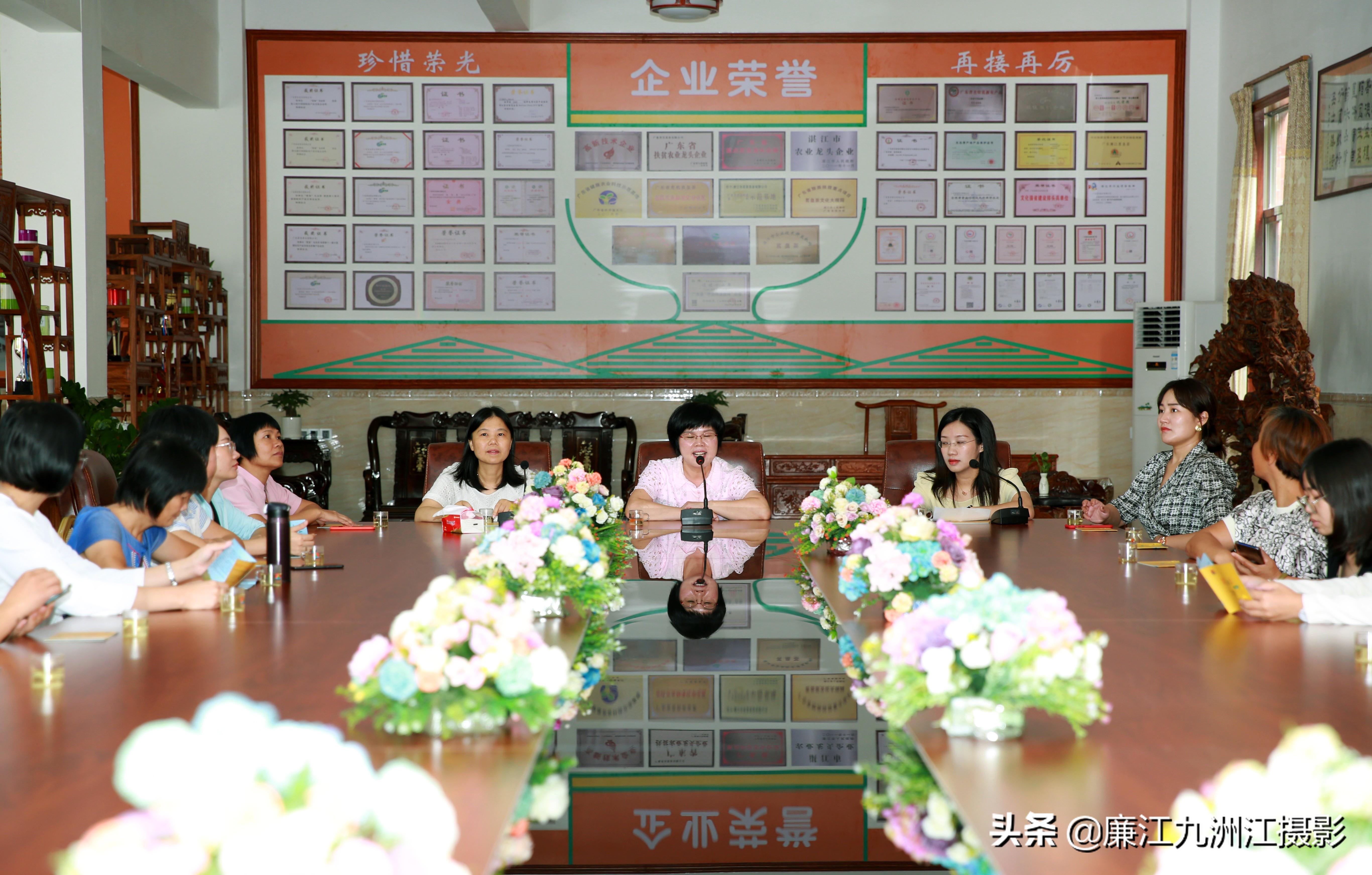 「廉江」江�T市新���^�D女代表到�V�|茗皇茶�I有限公司�⒂^交流