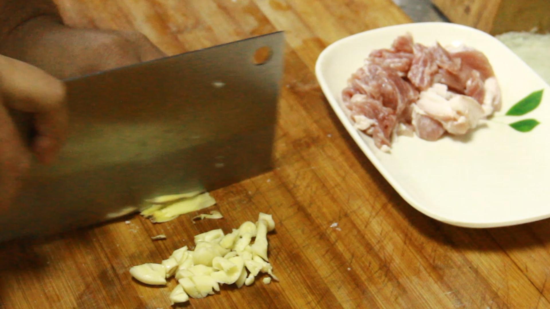 把芹菜炒杏鲍菇当做招牌菜? 美食做法 第13张