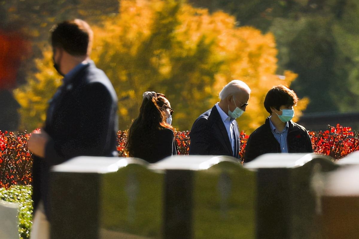 拜登勝選第一個周日掃墓憶已故長子 達成遺愿墳前探望