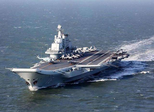 终于,山东舰航母编队穿越台湾海峡