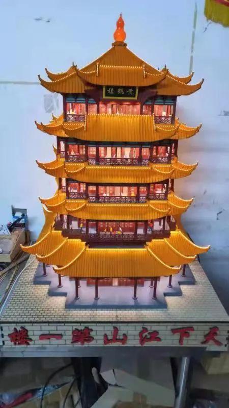 """厉害!广西一90后用6000多根木条做了个""""广州塔"""""""