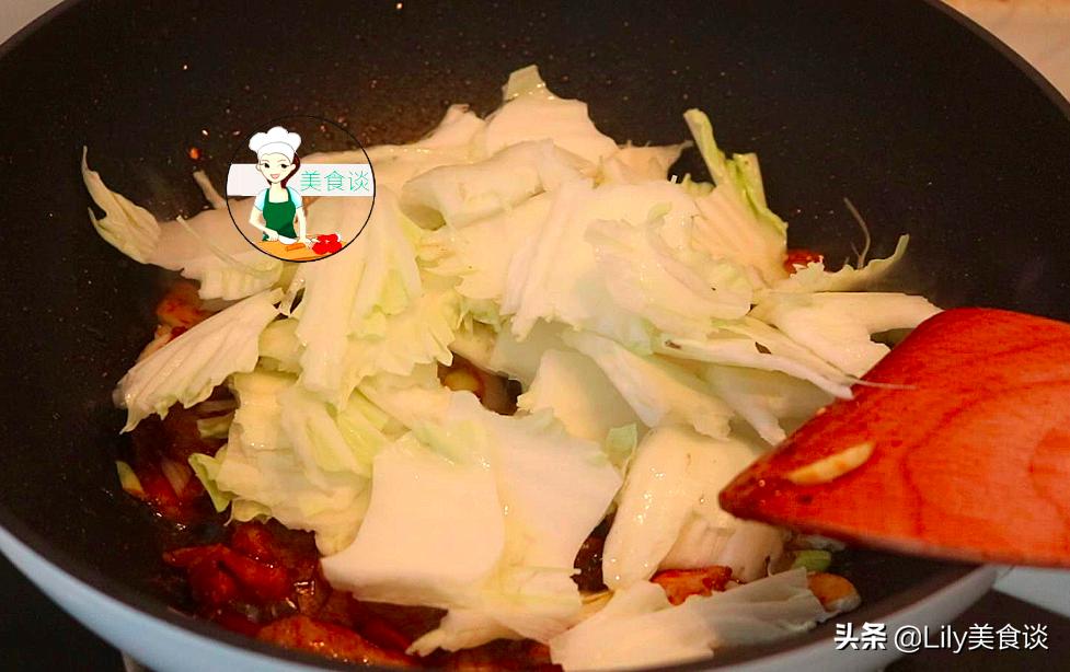 白菜燉豆腐時,先燉豆腐還是先炒白菜? 都不對,大廚教你正確做法