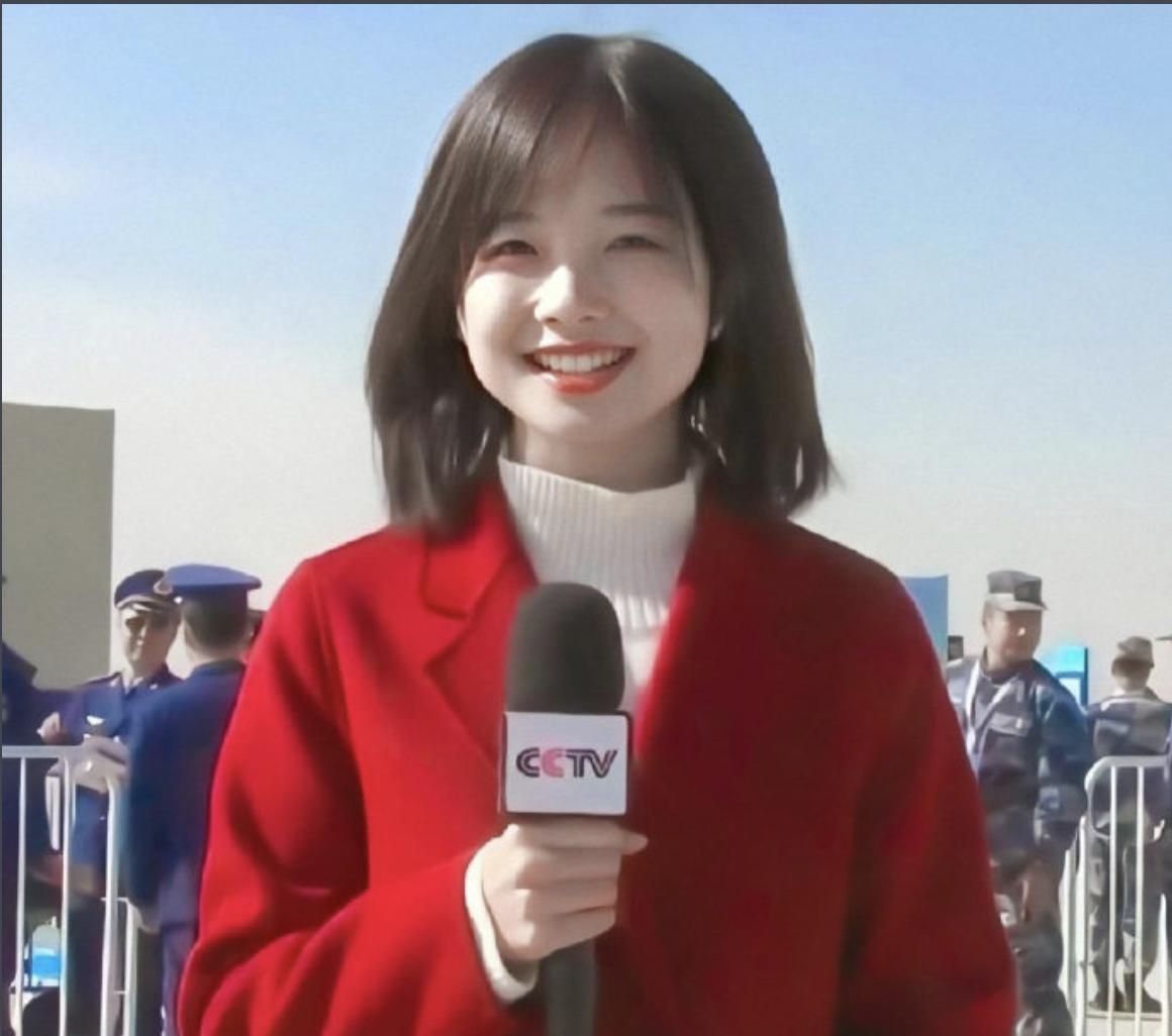 """央视最美记者王冰冰:同框颜值不输杨颖,30岁仍是""""国民初恋"""""""