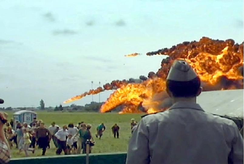 全球最惨的航展事故,战机冲向人群,致77人丧生,飞行员被判有罪