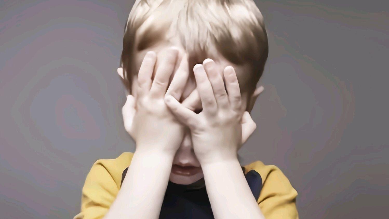 發現兒子偷看「動漫」,媽媽立馬報警,自稱:不想養未來的犯人