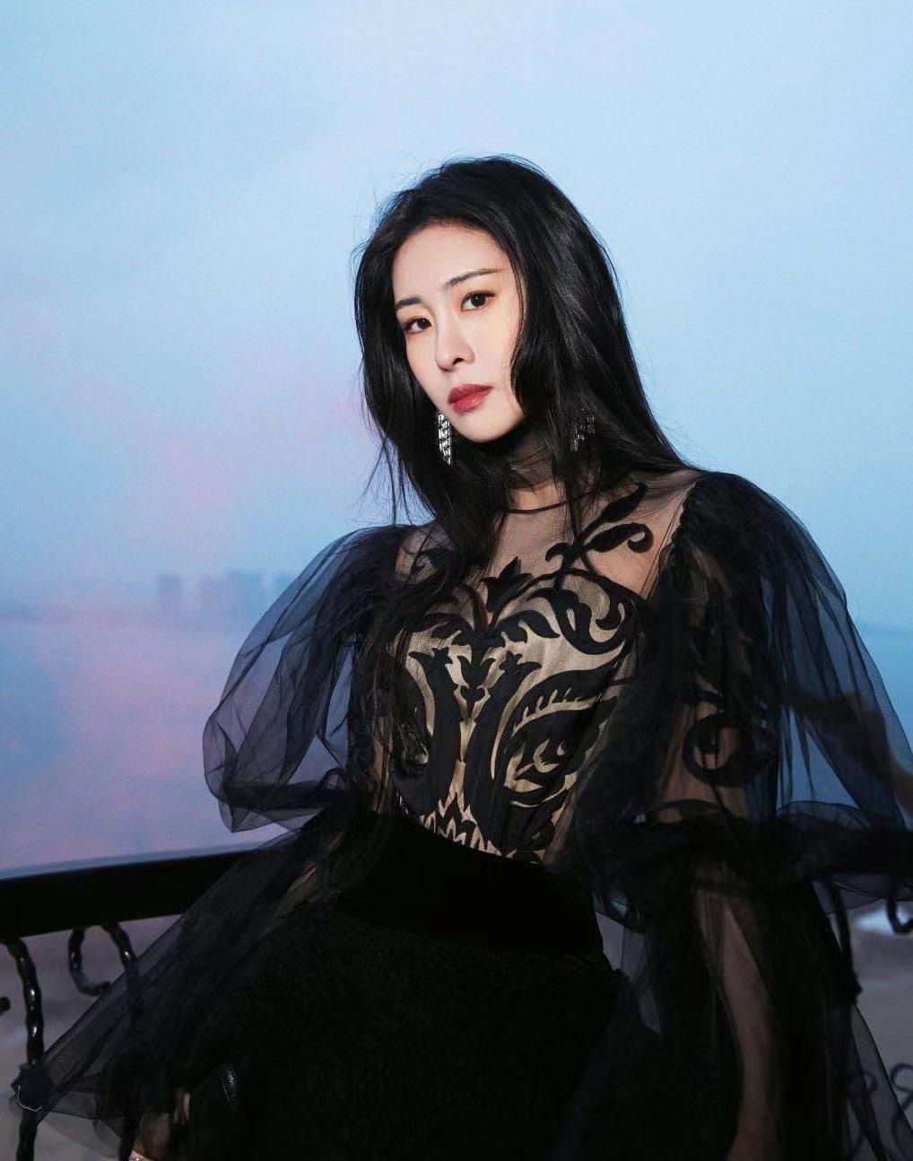 华晨宇和张碧晨都没结婚,将在无婚姻状况下抚养女儿,一起成长