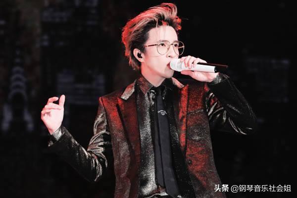 华语男歌手热度:周天王打不过薛高产,华晨宇易烊千玺周深热度升
