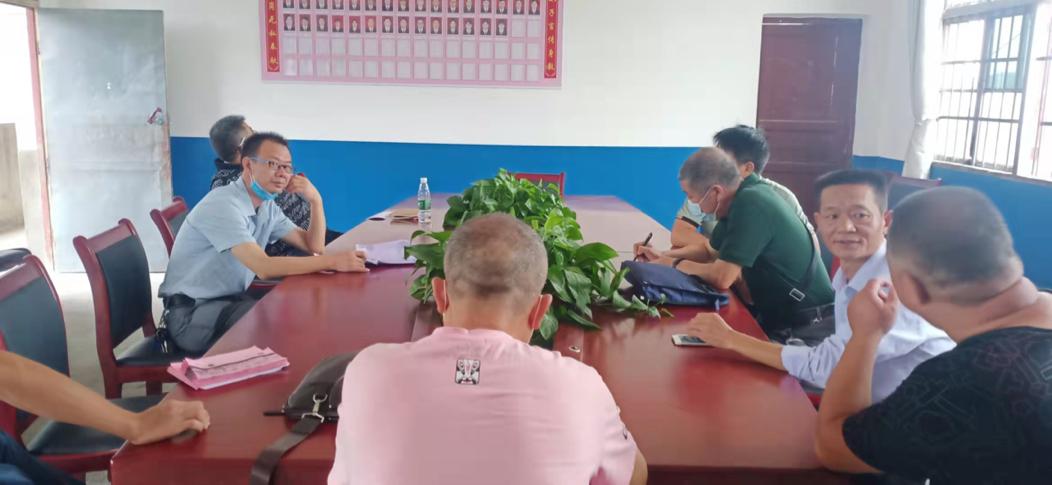 隆回县教育局及中心校领导来桐木桥学校检查开学工作