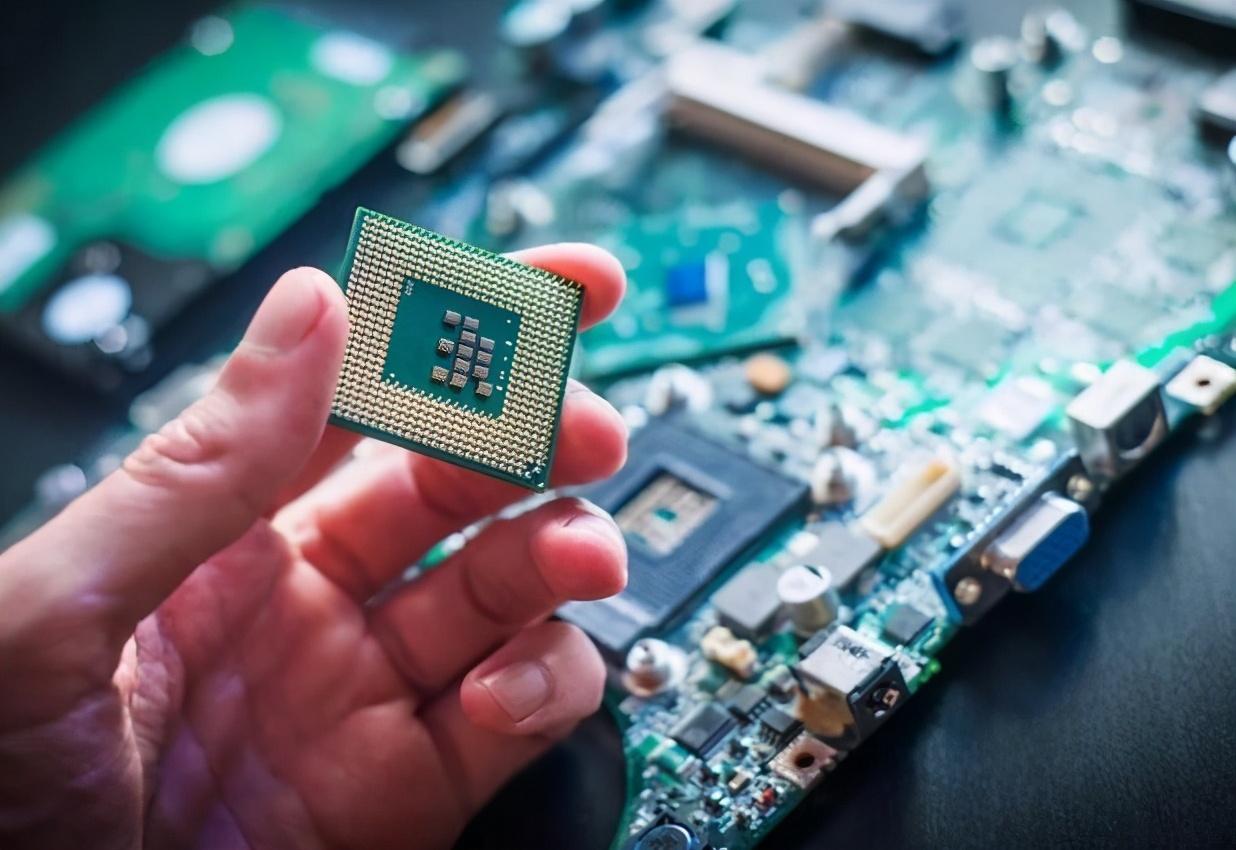 """3000名芯片人才回国!芯片国产化不断加速,""""中国芯""""未来可期"""