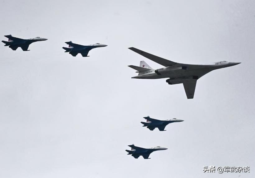 从俄阅兵,看中俄军事差距,中国能打全面战争