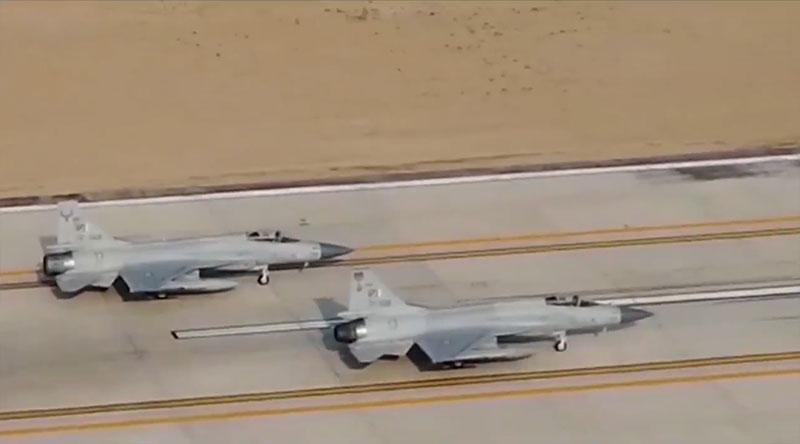 中国一种高新战机,在巴基斯坦亮相了!露出一角,究竟是何方神圣