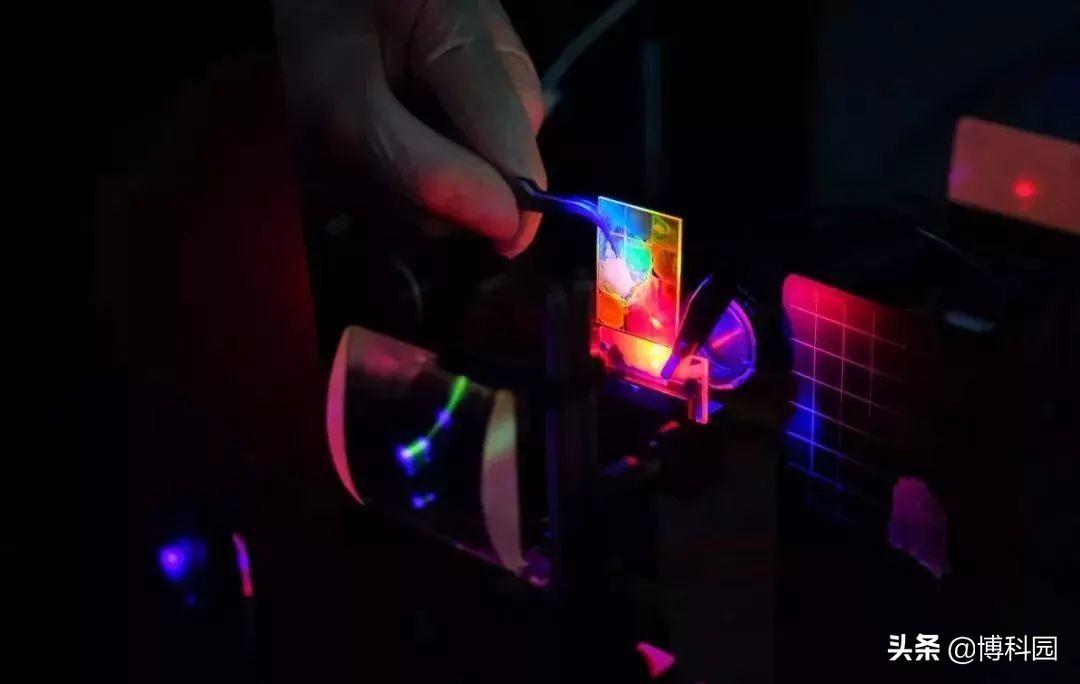 制造出明亮光源量子点,这是量子计算机和先进传感器的功能元件