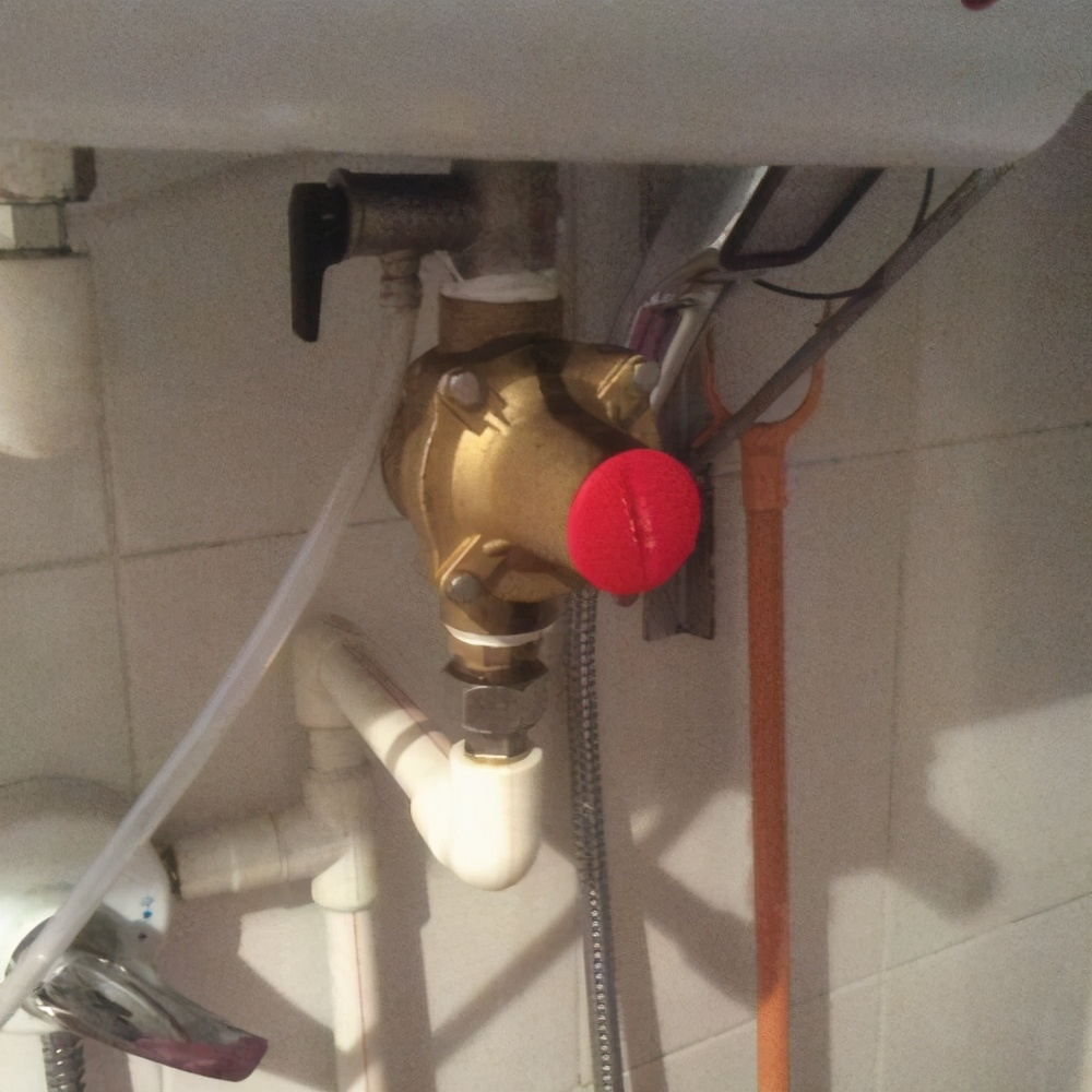 电热水器的安全使用,有三点需提醒你,不仅是常识,关键时防爆炸