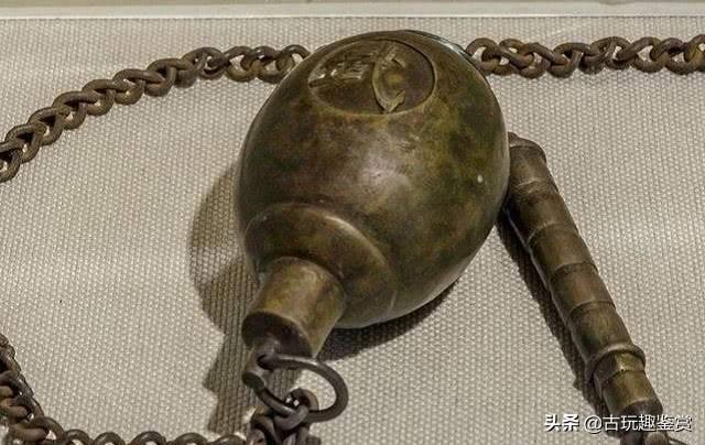 """造型怪异兵器:""""猴钺""""最毒,尘封几千年,出土依旧可斩断钢"""