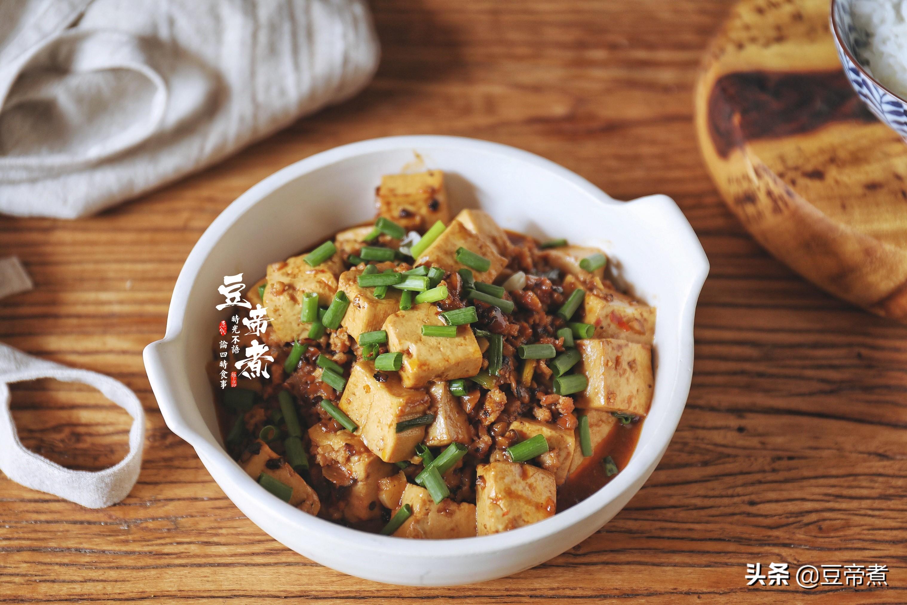豆腐这样做,一匙就能下碗饭,味道香口感好,就算连吃三天也不腻