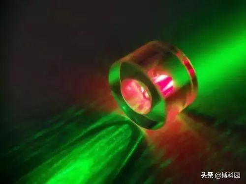 量子隐形传态,实现安全地传送量子信息