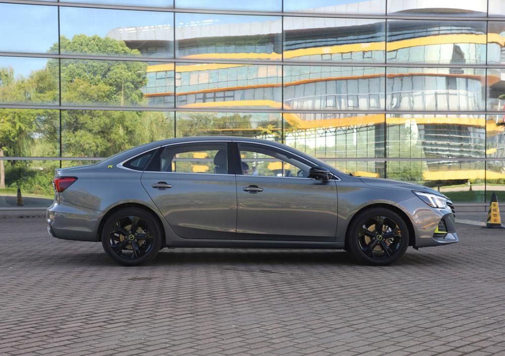 荣威新轿车9月将上市,预售11万起!带超大玻璃车顶