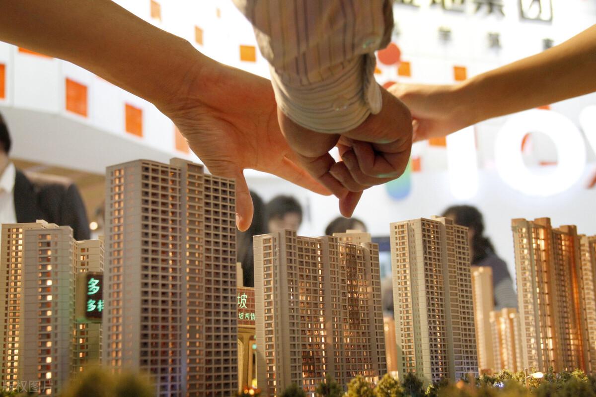2021楼市高频调控下的最新房地产数据出炉,百城房价仍涨多跌少