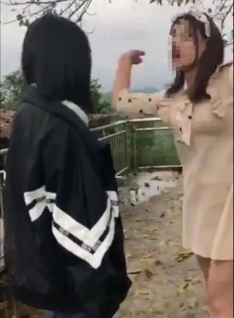 四川一中学女生遭两男一女施暴 3分钟被扇26记耳光 警方通报:三名施暴者年龄14到17岁 正在调查中