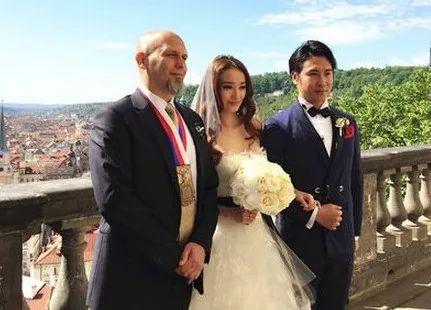 知名主持人官宣离婚!结婚6年育有两个女儿,终究逃不过7年之痒