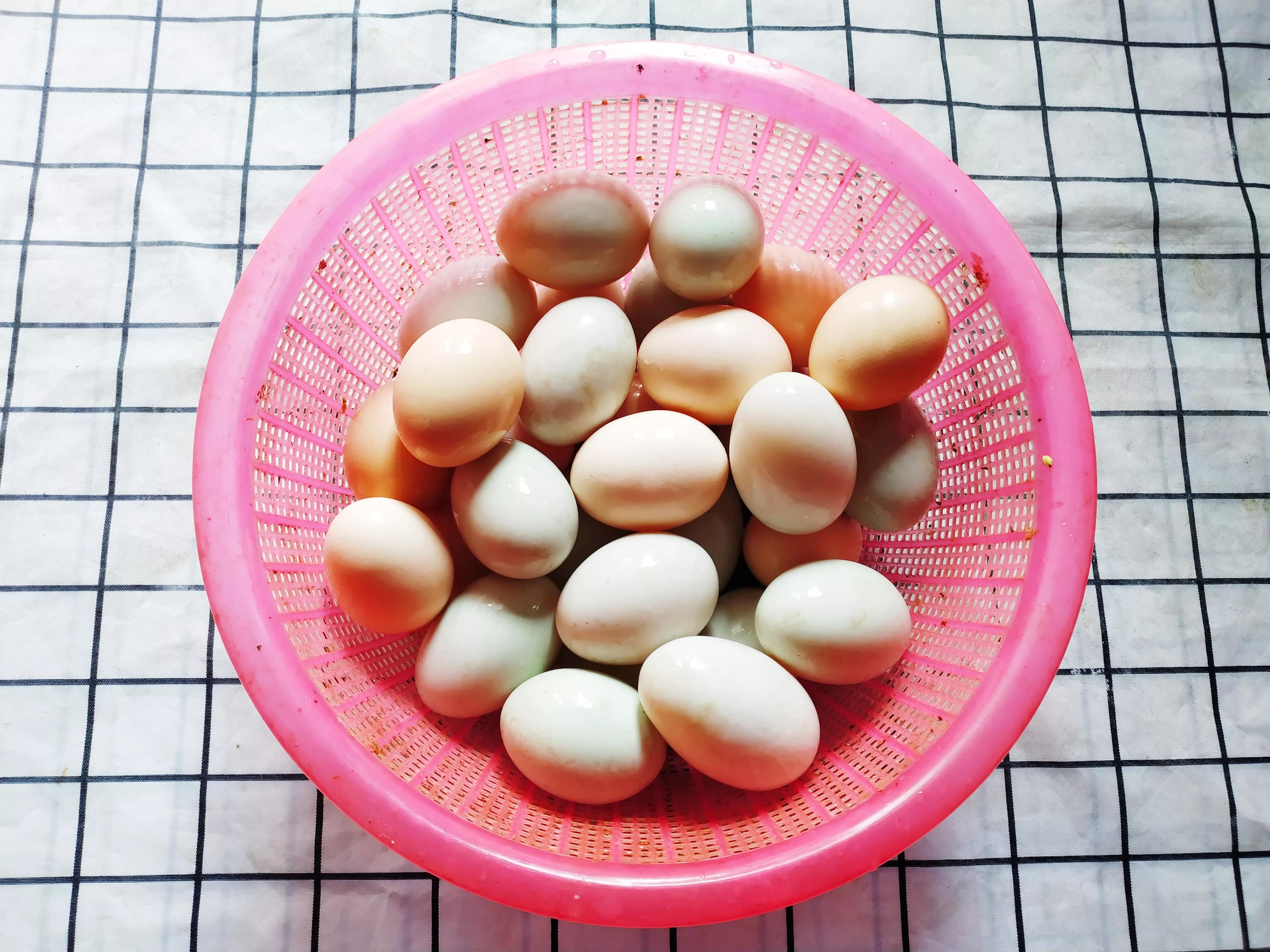 老妈用了15年腌鸭蛋的土方法,个个咸香流油起沙,一次就成功