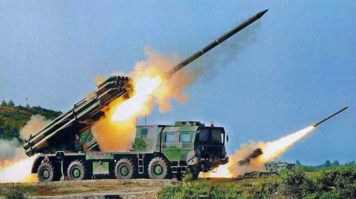 新款中国火箭炮让导弹尴尬,射程精度双第一,为何自己却不用?