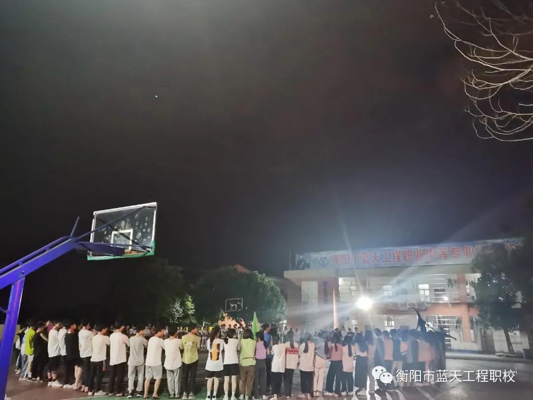 衡阳市蓝天工程学校开展2019级学生团队凝聚力课程