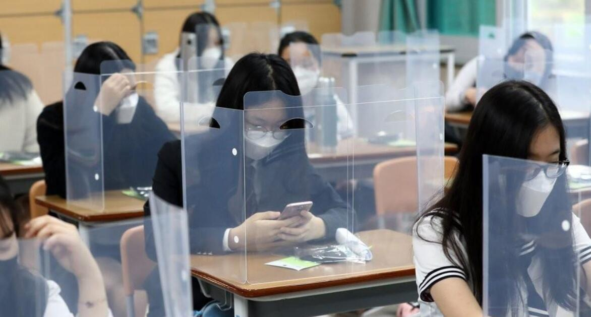 韩国又传来揪心消息,首都圈确诊病例飙升,数百所学校宣布停课