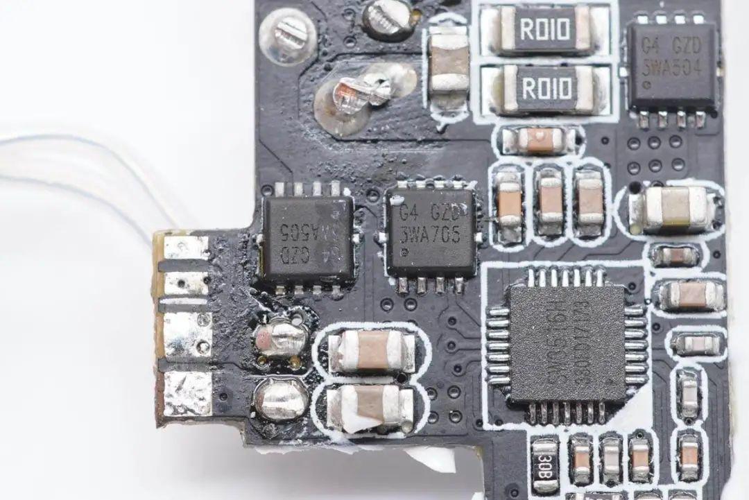 拆解报告:HYPER JUICE 100W 3C1A氮化镓快充充电器HJ417-充电头网