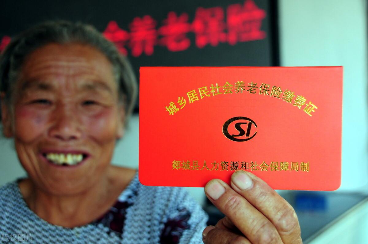 1970年出生的女工人,社保繳費15年,各地養老金是多少?