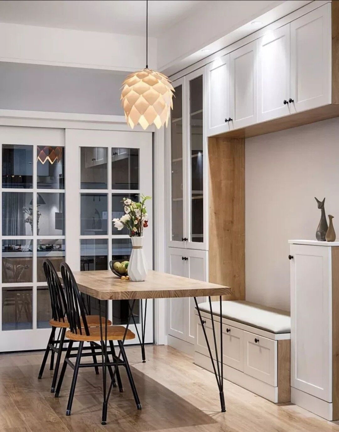 餐厅还是装个卡座好,一体式设计简洁又利落,小户型用它才省空间