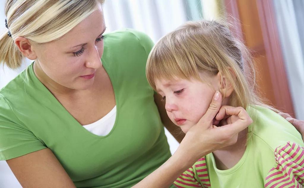 """4岁孙女:""""爸爸刚才打妈妈,妈妈疼得一直叫""""奶奶听后直言相告"""