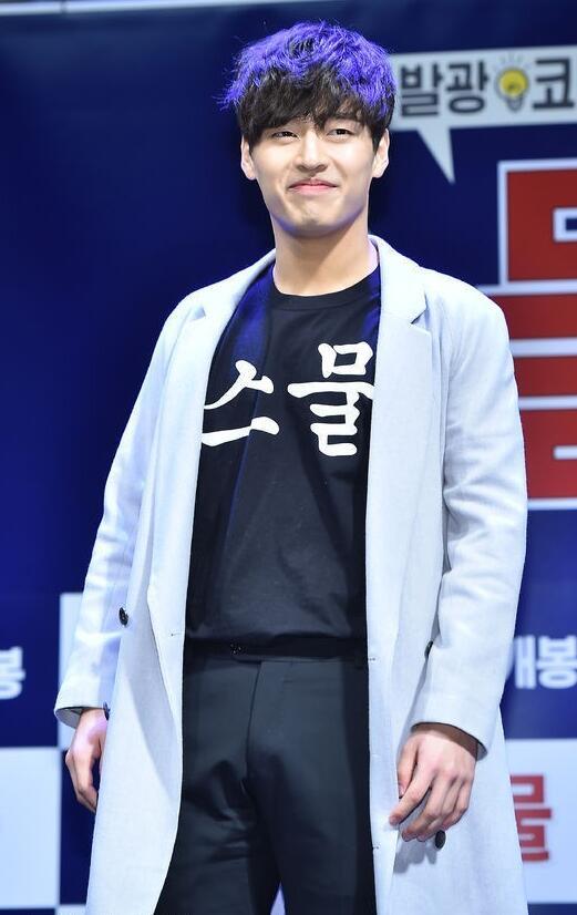 90后姜河那实力演技演出喜剧,还是行走的衣架子,服不服