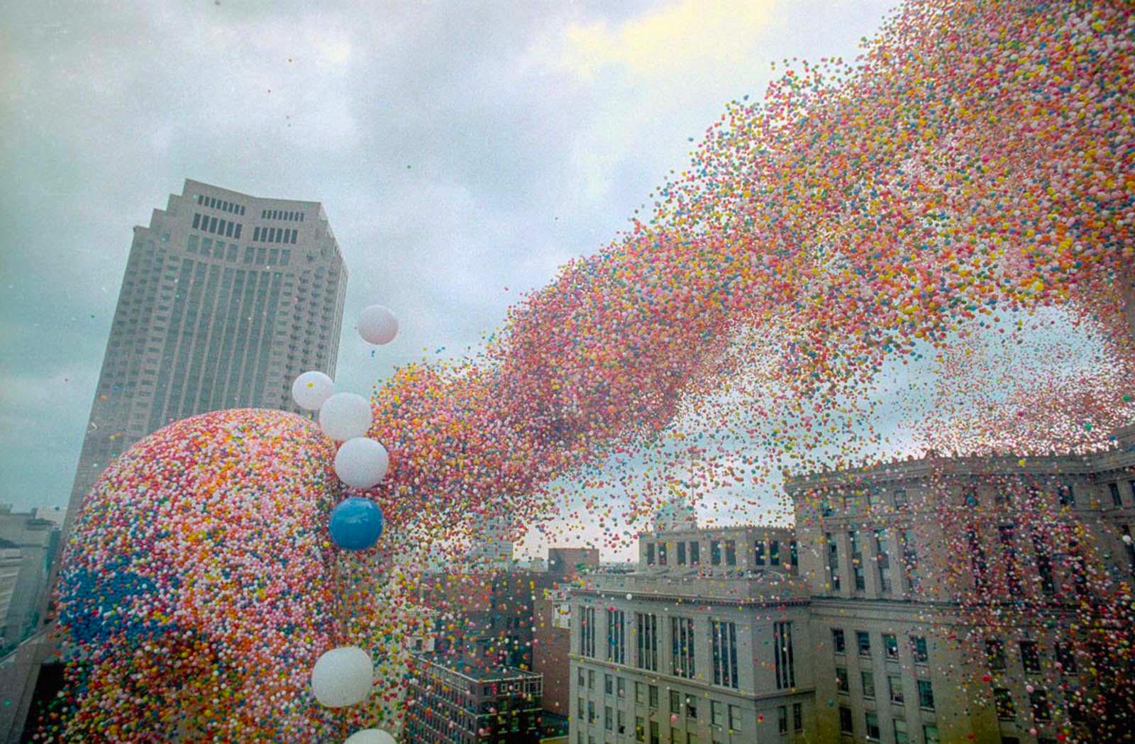 1986年美国举办一场活动,放飞150万个气球,结局变成一场悲剧