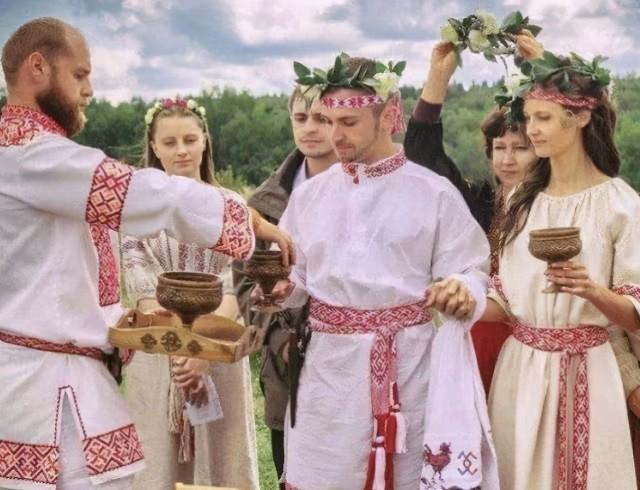 为何俄罗斯的法定婚龄是14岁?也许不是他们的早,而是我们的晚
