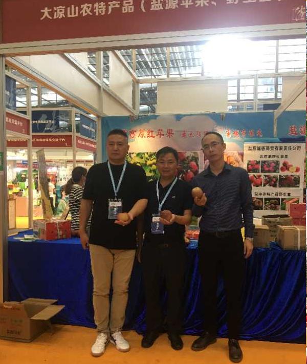 盐源县商务经济合作和外事局与深圳归壹生活农产品签署采购合同