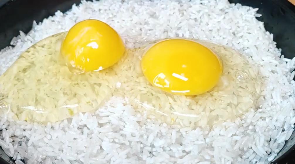1碗大米打2雞蛋,不熬粥不做飯,出鍋鬆軟鮮香,大人孩子都愛吃