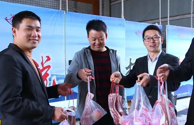 中秋不送月饼送猪肉:成都一公司给员工2斤五花肉,网友:太实在