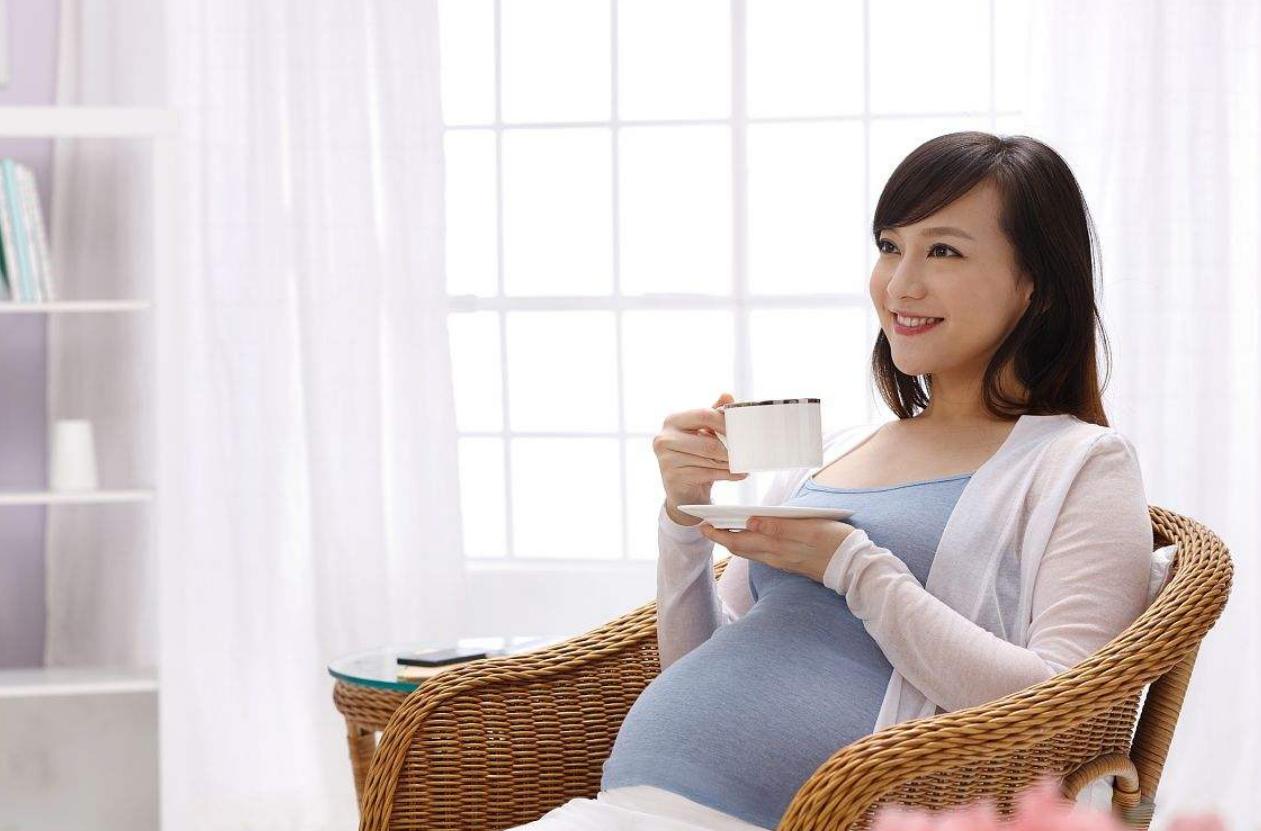孕期不要乱喝水,喝水时注意这四点,羊水更清,孕妈胎儿更健康