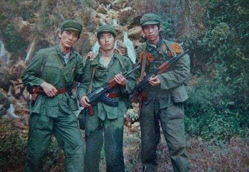 中越战争之收复者阴山:首次精确打击越军,图6战斗英雄令人钦佩