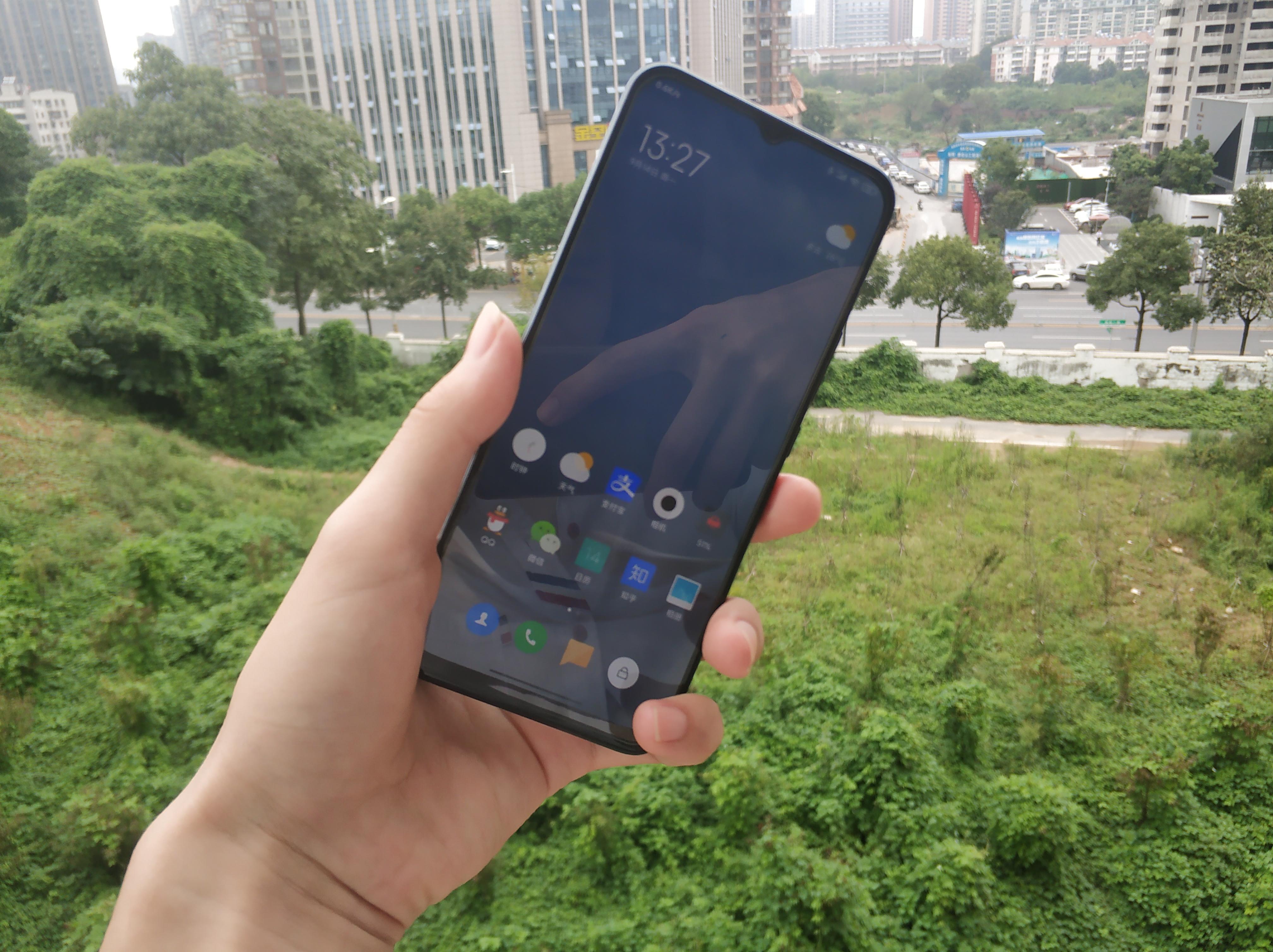 或者小米手机2020年最轻巧的手机上,米10青春版测评,青春版≠电子废品