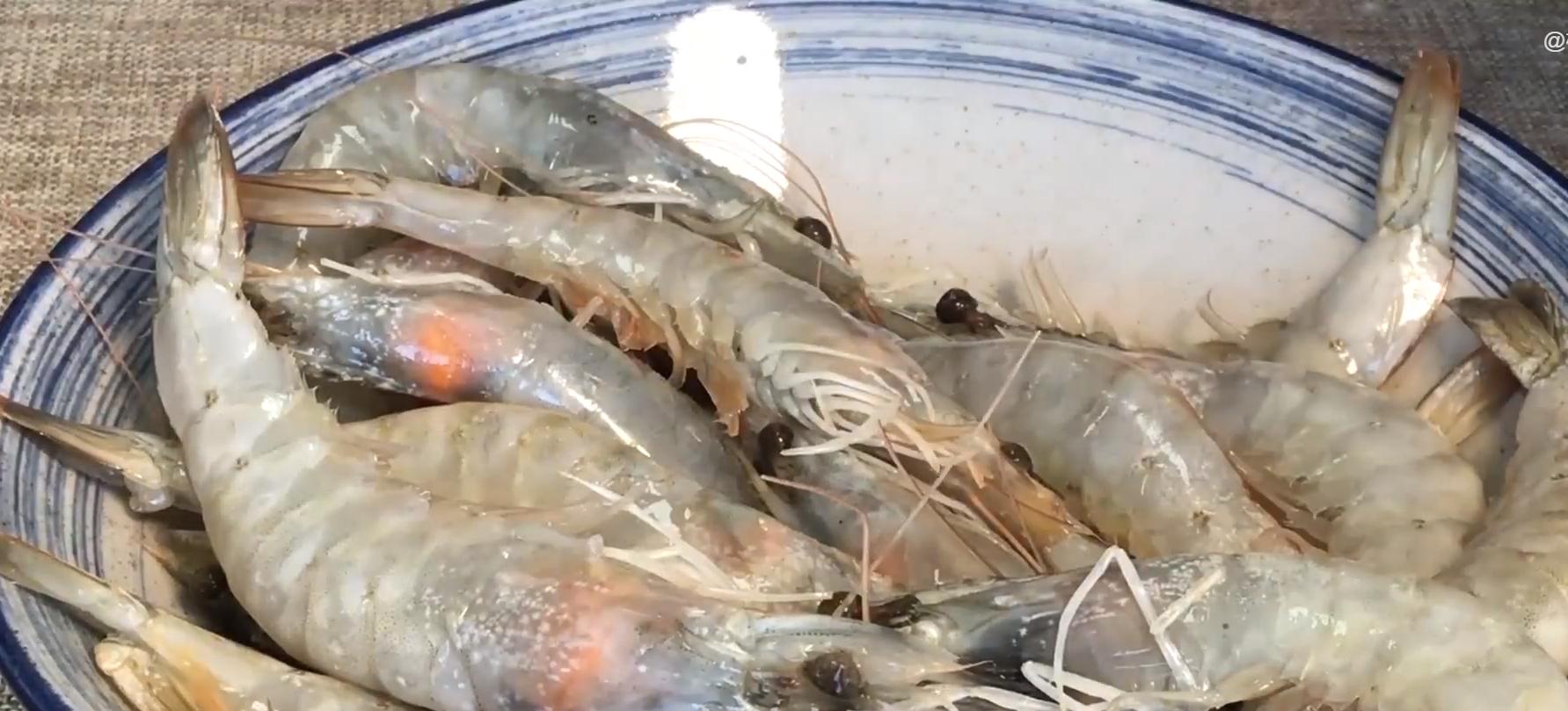 做大虾时,不要直接用水煮,教你正确做法,虾肉鲜嫩入味超好吃 美食做法 第1张