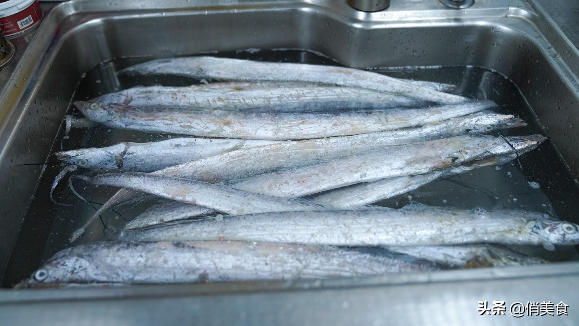 炸带鱼,到底是裹面粉还是淀粉?教你正确做法,外酥里嫩无腥味 美食做法 第2张