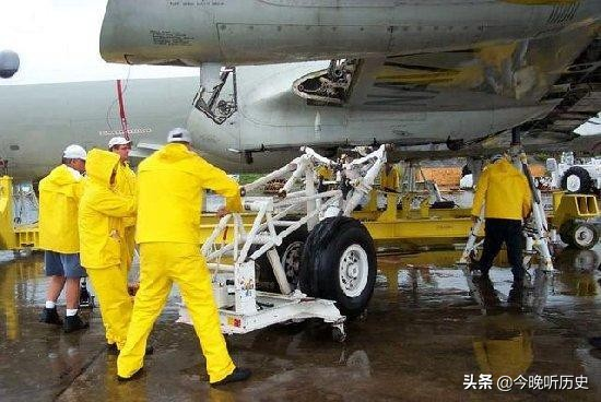 中美撞机后,美机组曾暴力破坏保密设备,但大量信息仍被中方破译