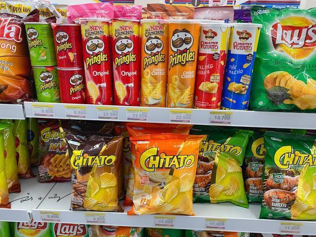 中国游客在国外逛超市,看到零食区时,忍不住感叹:外国人真可怜