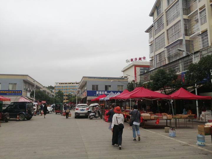 5元二两桂林米粉,还配好几种小菜,在灌阳文市镇吃早餐爽爽的