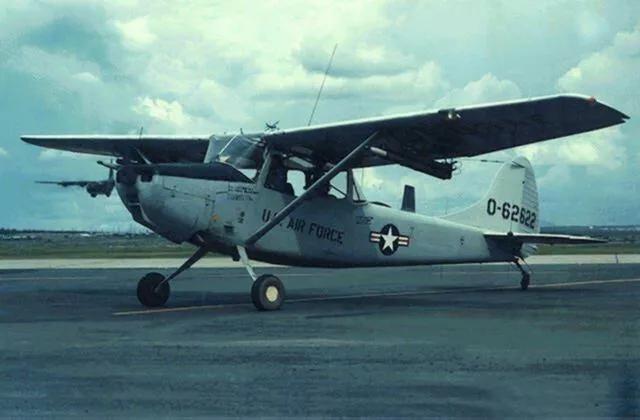 为救家人,南越飞行员战斗力大爆发,冒死降落美军航母